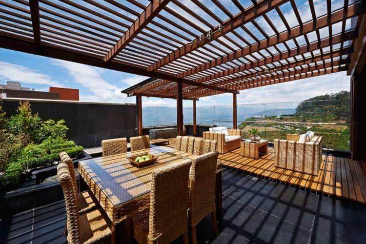 Terrace with wind proof pergola