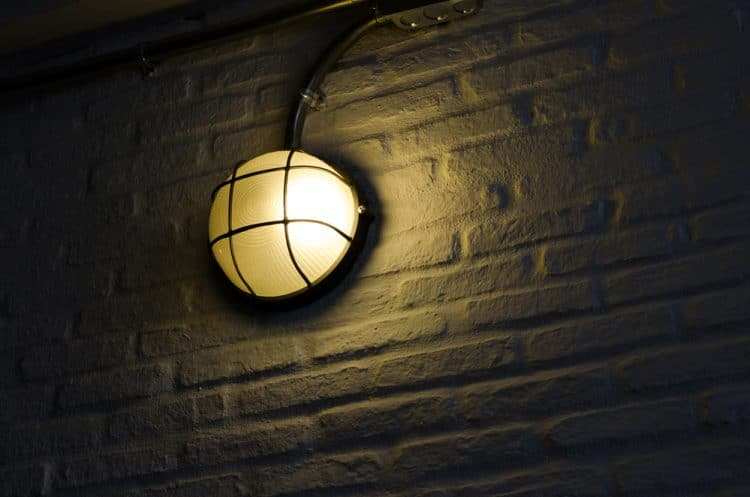 Do Outdoor Wall Lights Have To Be Grounded?