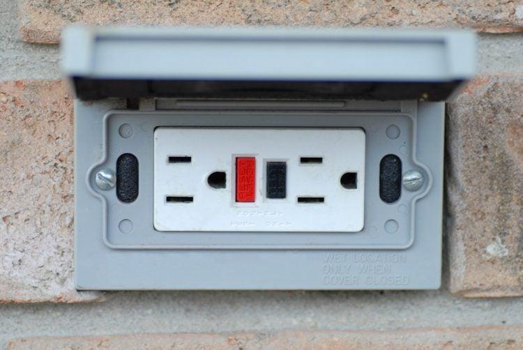 Outdoor electrical socket